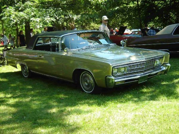 CHRYSLER-Imperial-crown-1966.jpg
