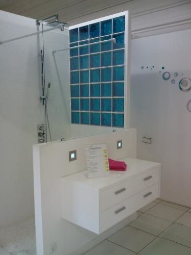 R amenagement des show room leroy merlin art home - Modele salle de bain leroy merlin ...