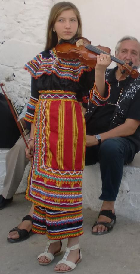 jeune fille violoniste kabyle