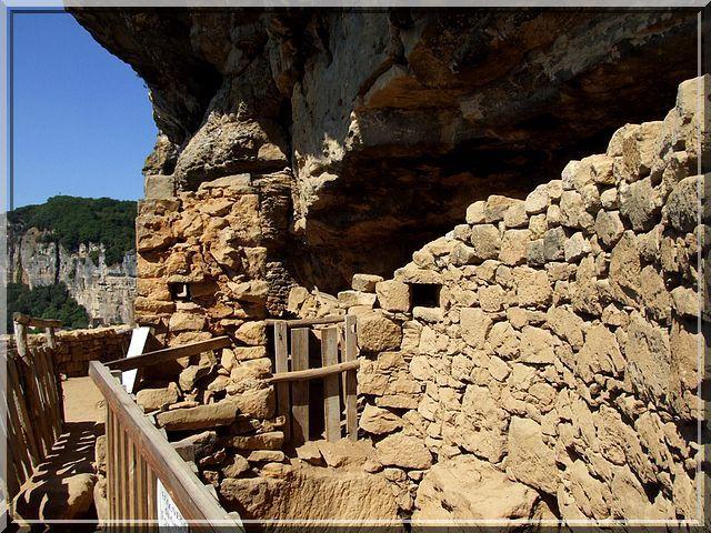Pierres construites et pierres naturelles se marient merveilleusement bien
