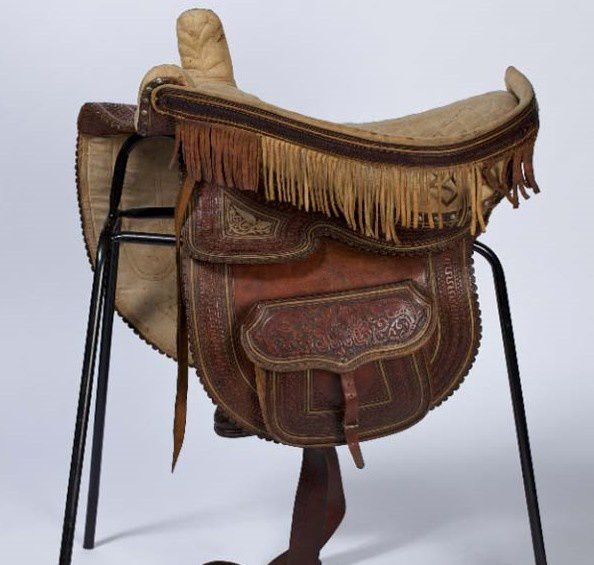 2011-0A-white-leather-side-saddle-that-was-made-in-South-Am.jpg