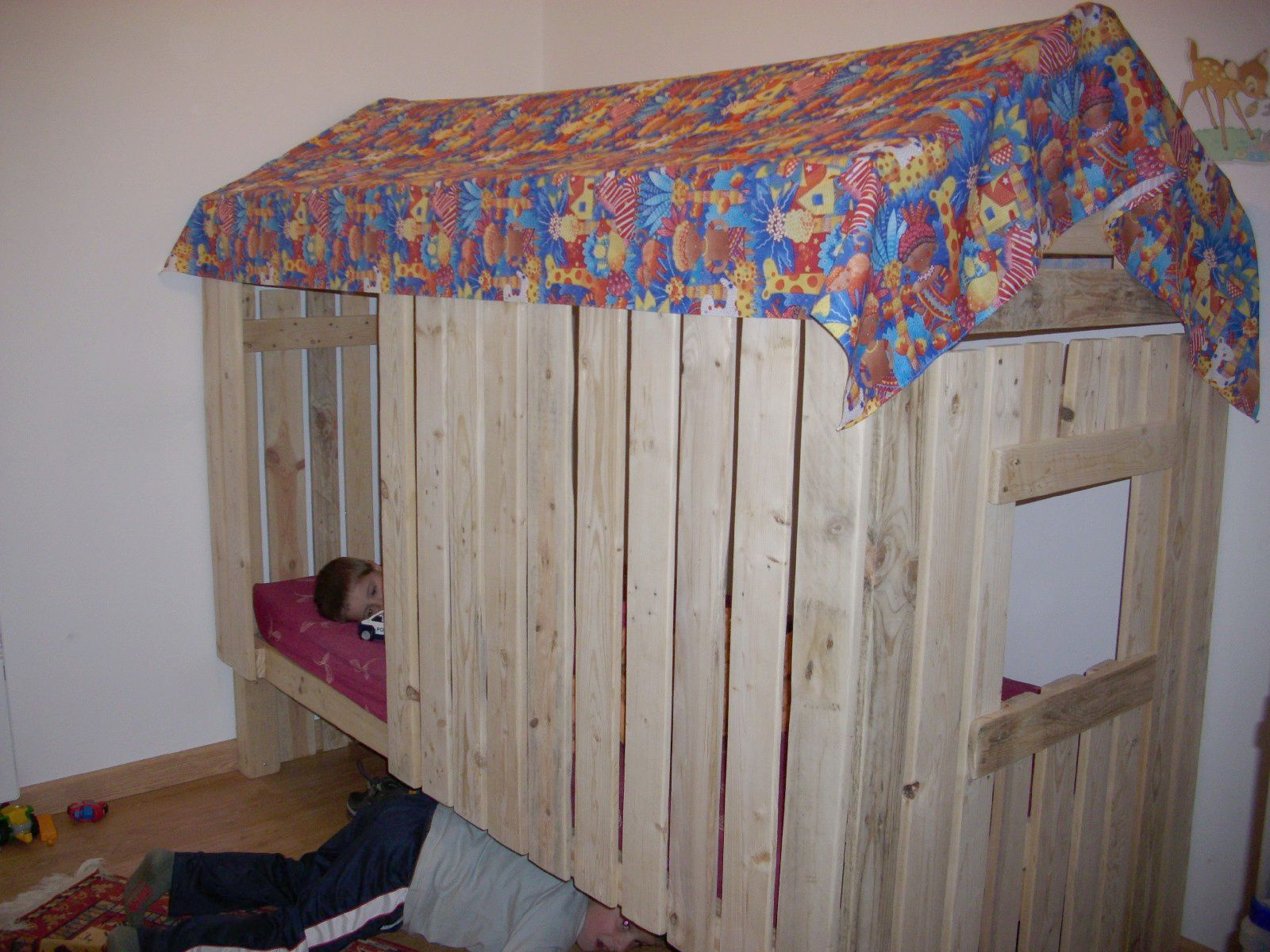 un lit cabane mes cr ations en scrap. Black Bedroom Furniture Sets. Home Design Ideas