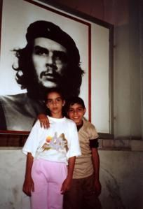 Cuba-LaHavane--enfants-Che-fev1995-Photo-Maz.jpg