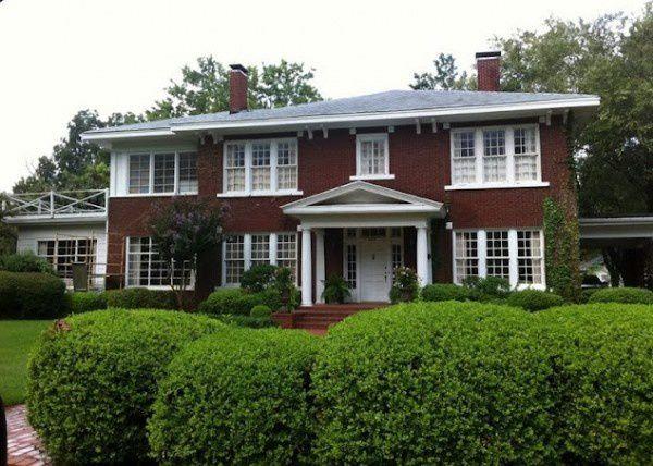 Hilly-Holbrook-house-via-Ray-of-Sunshine1-600x428