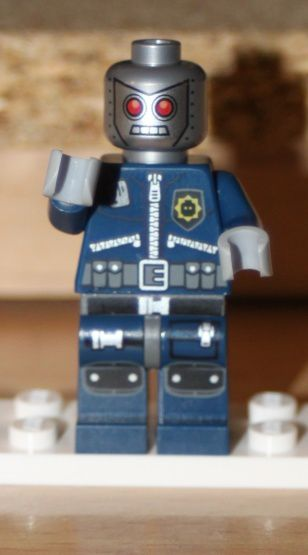 LEGO 30282 The Lego Movie Super Secret Police Enforcer 04