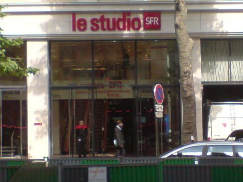 le studio sfr paris magasin embl matique en t l phonie 8 retail distribution by frank. Black Bedroom Furniture Sets. Home Design Ideas