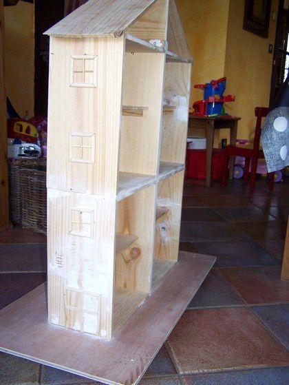 Construction d 39 une maison pour playmobil en caisse vins - Que faire avec des caisses en bois ...
