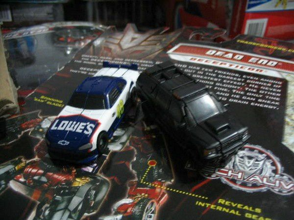 Transformers 3 DOTM - Wreckers 02 + Suburban Decepticon Toy