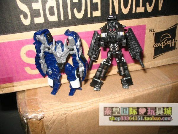 Transformers 3 DOTM - Wreckers 04 + Suburban Decepticon Toy