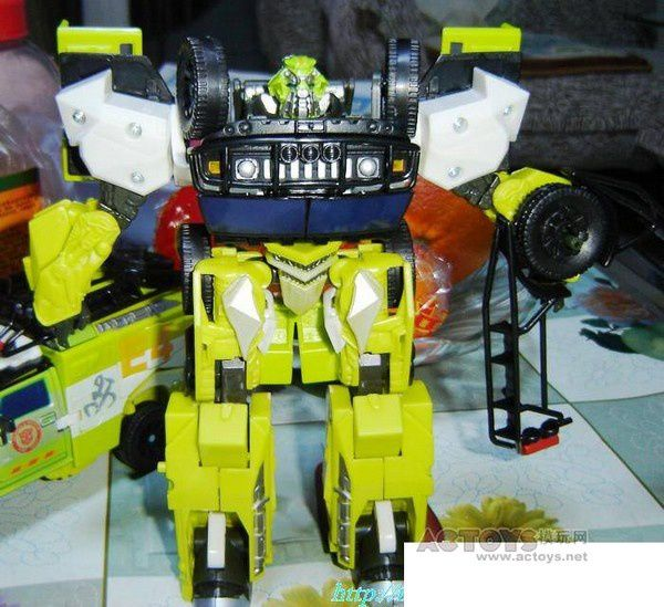 Transformers 3 - Toys Voyager Ratchet 03