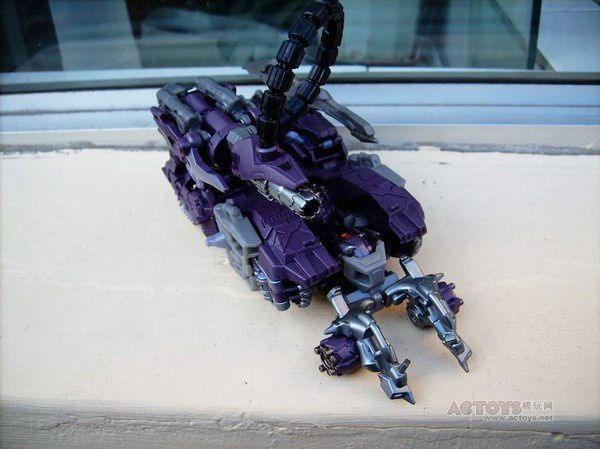 Transformers 3 Toys Voyager Shockwave 02