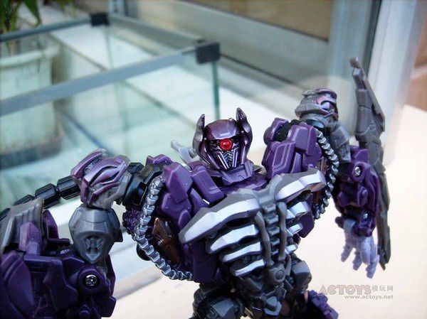 Transformers 3 Toys Voyager Shockwave 03