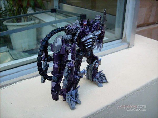 Transformers 3 Toys Voyager Shockwave 04