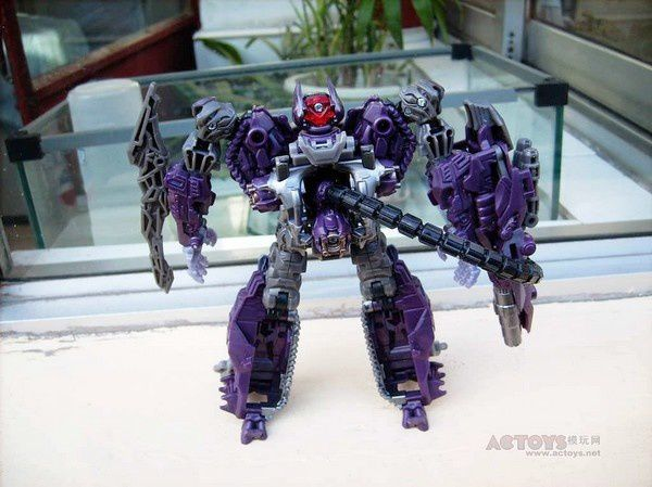 Transformers 3 Toys Voyager Shockwave 05