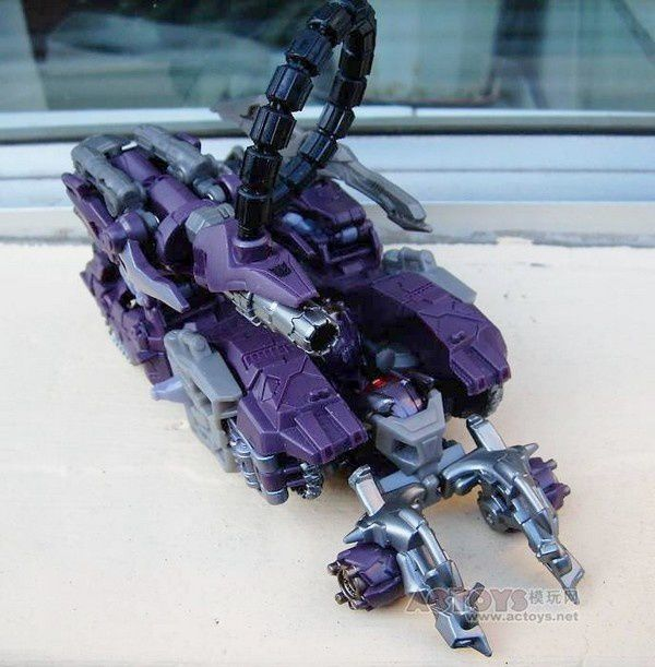 Transformers 3 Toys Voyager Shockwave 09
