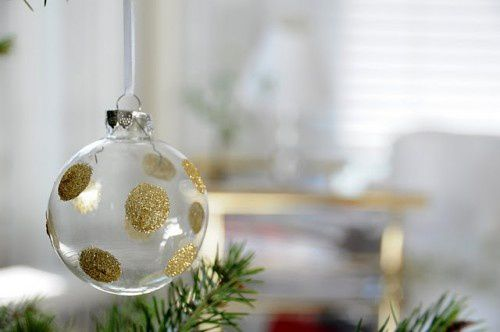 diy-polka-dot-glitter-ornaments-500x332.jpg