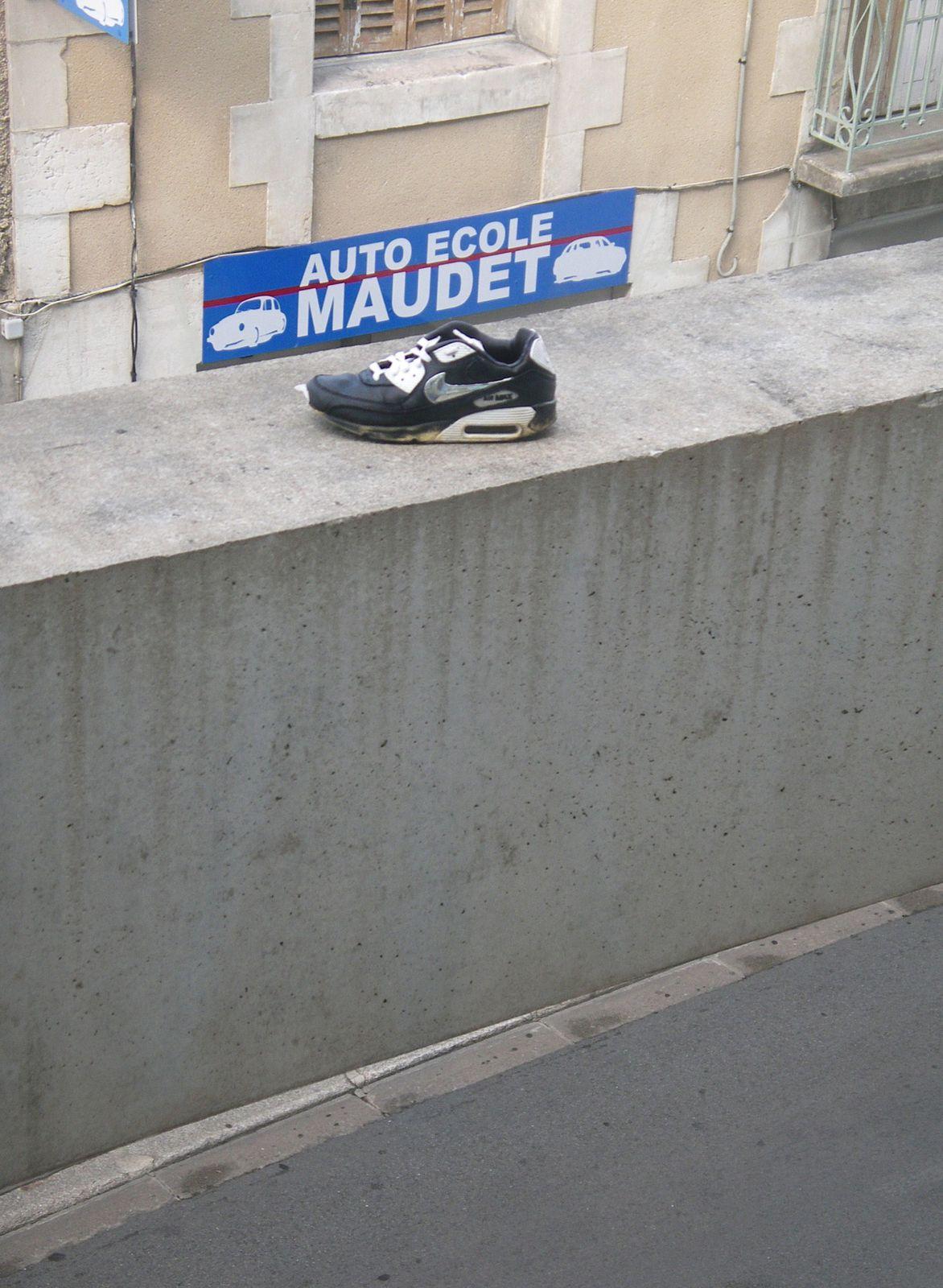 Chaussure-et-plaque-maudet.JPG