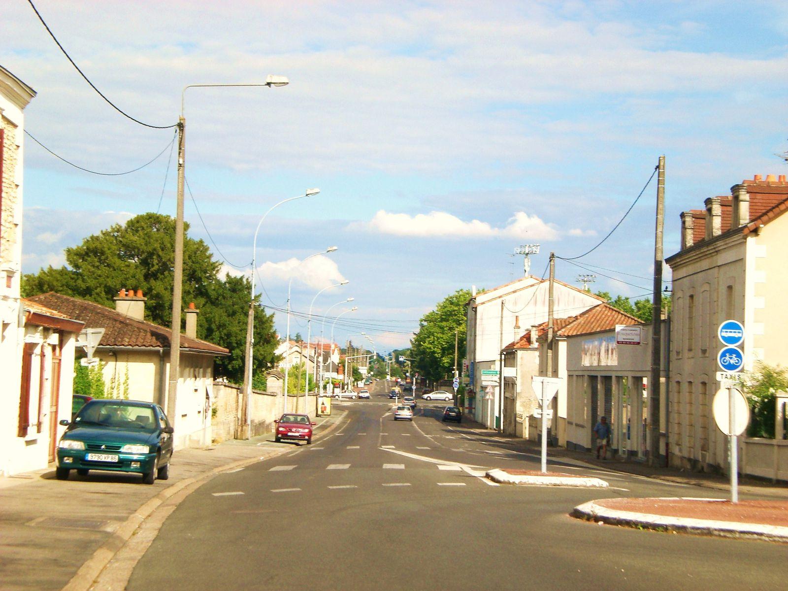 Vers-RN-151-Avenue-Recteur-Pineau.JPG