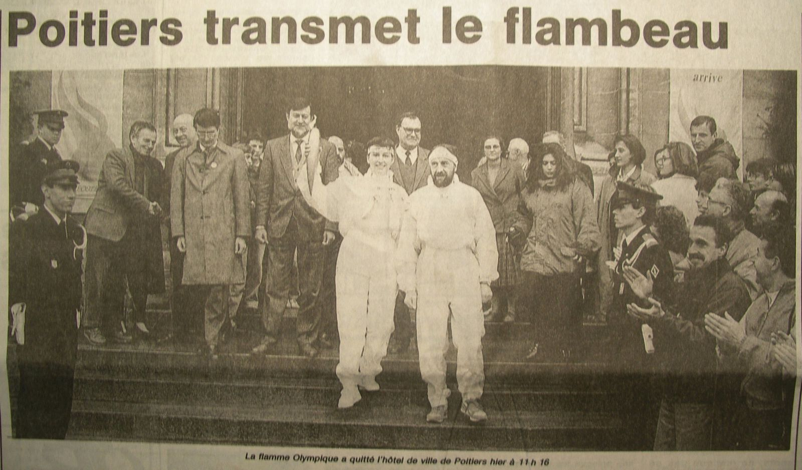 Flamme-olympique-parvis-hdv-Poitiers.JPG