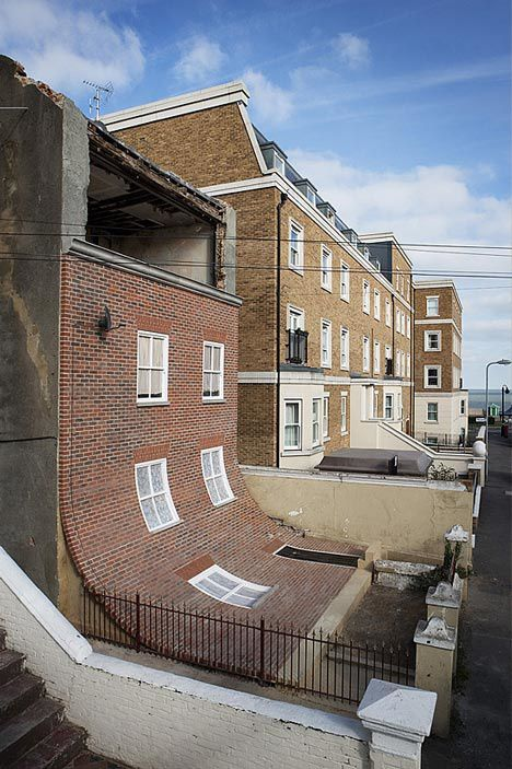 dezeen_house-with-slipped-down-facade-Margate-Alex-copie-1.jpg