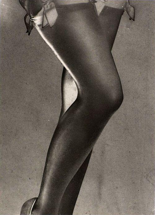 Man-Ray---Jambes-de-Lee-Miller--1930.jpg