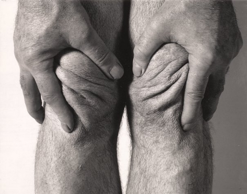 John-Coplans-Self-portrait-hands-squeezing-knees-85.png