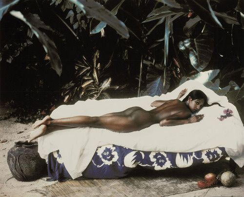 Homage-a-Gauguin-Naomi-Campbell-by-Peter-Lindbergh-for-Harp.jpg