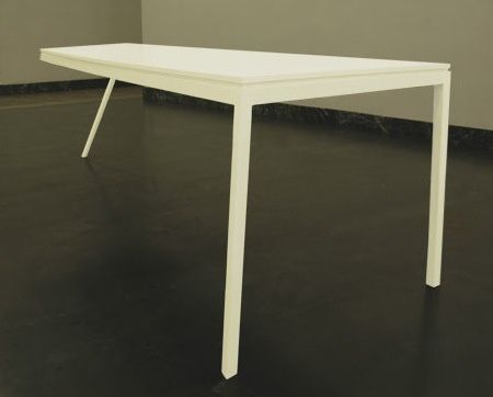 Tables et chaise par Stijn Ruys