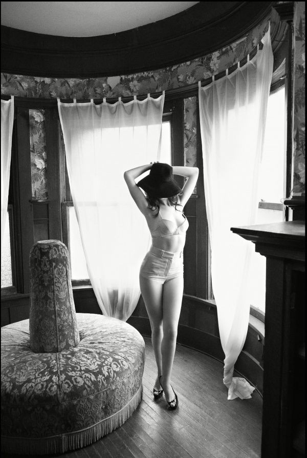Anne-Hathaway-10.jpeg