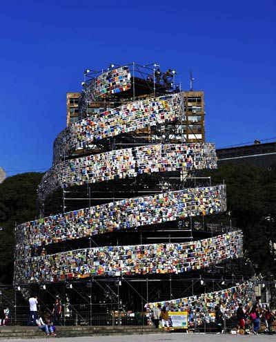 la-tr-offbeat-tower-of-books-20110522-photos-0-5955800.jpeg