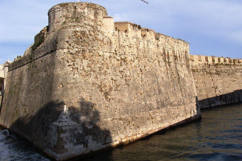Ceuta, confetti d'empire, aussi anachronique que Gibraltar, en face.