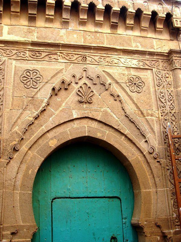 Dans la médina d'Essaouira, au fil des promenades dans les rues et ruelles quelques portes... et il y en a encore et encore