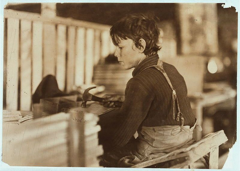 lewis-hine-Boy making Melon Baskets1908