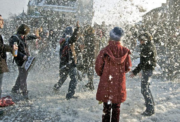Warsaw_Pillow_Fight_1_by_nvrfree.jpg