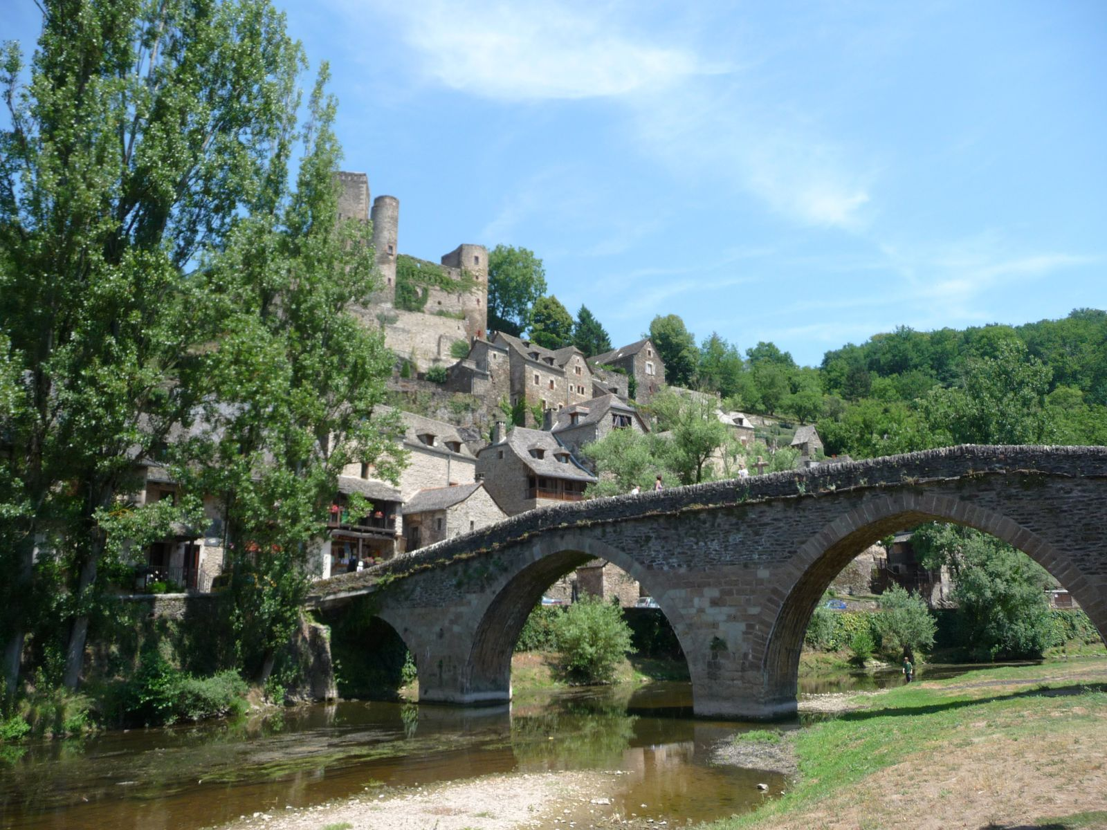 Album belcastel un village et son ch teau aveyron for Architecte aveyron