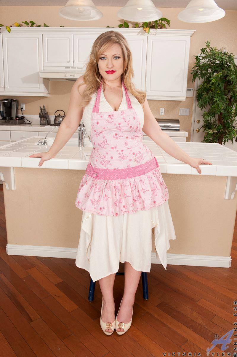 Victoria tyler en tablier rose tabliers blouses et - Tabliers blouse et torchons de cuisine ...