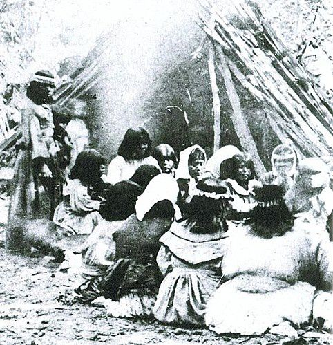 579px-Miwok-Paiute_ceremony_in_1872_at_current_site_of_Yos.jpeg