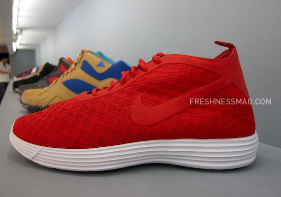 nike-sportswear-fall-holiday-10-footwear-16.jpg