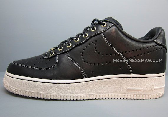 nike-sportswear-fall-holiday-10-footwear-63.jpg