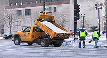 220px-Salt_truck_Milwaukee.jpg