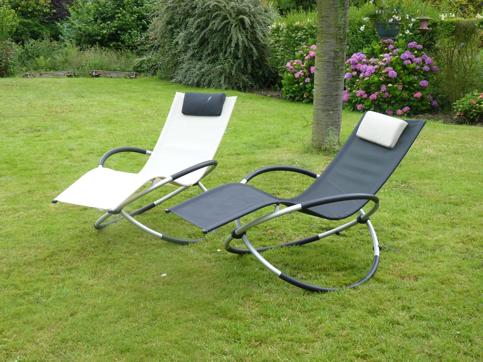 Jardin fauteuil relax design confortable qu 39 un transat - Rocking chair confortable ...