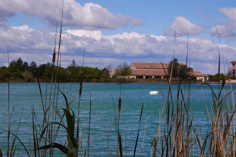 Lac-village-Pierre-et-Vacances-Pont-Royal.jpg