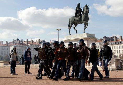 10-10-22--police-lyon-place-Bellecour_inside.jpg
