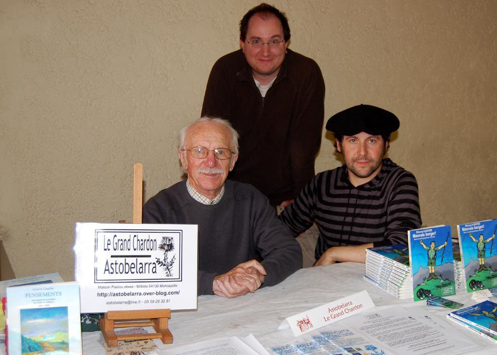 André Cazetien, Etienne H. Boyer, et Laurent Caudine au salon du livre de Navarrenx