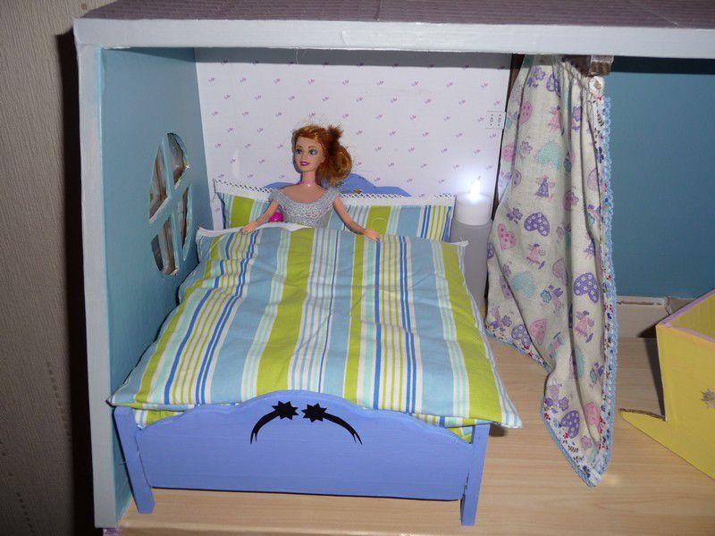Fabrication  et aménagerment  d'une maison de poupée Barbie pour ma petite fille.
