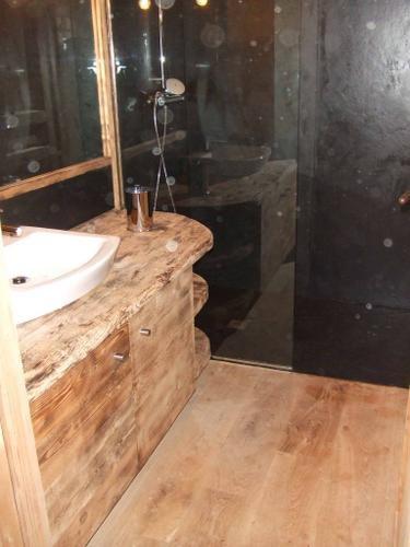 Salle de bain avec douche italienne chalet de montagne for Salle de bain en bois avec douche italienne