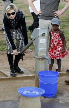 Madonna returns to Malawi on charity trip