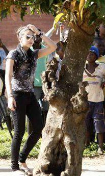 Photos: Madonna at Mphandula child care centre, Malawi - April 8, 2010