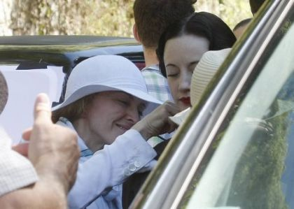 Madonna shoots ''W.E.'' in France: First pictures with the actress