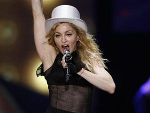 Madonna takes chef on plane to maintain macrobiotic diet